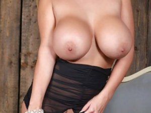 Karole escort girl in Escondido CA