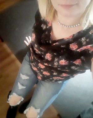 Yellena call girls in Five Corners Washington